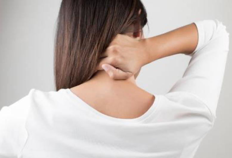 Stijve nek | Oorzaak en behandeling | Fysio Jansen